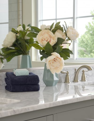 Fox Valley Vacant Staging: Bathroom Design - Style It Home, LLC